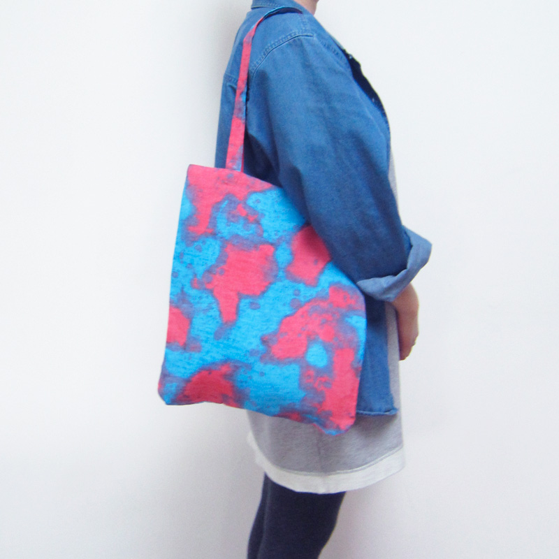 Tote_Red2Worn
